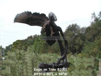America Bald Eagle on Tree